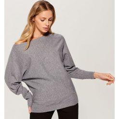 Sweter typu kimono - Szary. Szare swetry klasyczne damskie Mohito, l. Za 79,99 zł.