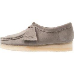 Clarks Originals WALLABEE Sznurowane obuwie sportowe grey. Szare buty sportowe męskie Clarks Originals, z materiału. Za 629,00 zł.