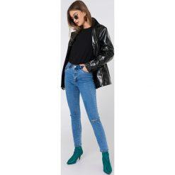 Spodnie damskie: NA-KD Rurki z rozdarciami na kolanach i wysokim stanem – Blue