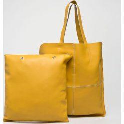 Answear - Torebka. Pomarańczowe torebki klasyczne damskie marki ANSWEAR, z materiału, duże. W wyprzedaży za 139,90 zł.