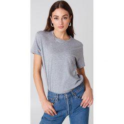 NA-KD Basic T-shirt oversize - Grey. Niebieskie t-shirty damskie marki NA-KD Basic, z dekoltem na plecach. Za 52,95 zł.