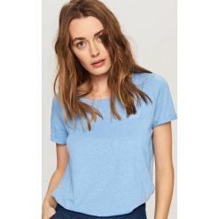 T-shirty damskie: T-shirt z kieszonką – Niebieski