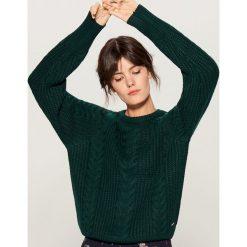 Sweter z warkoczowym splotem - Khaki. Brązowe swetry klasyczne damskie marki Mohito, l, ze splotem. Za 119,99 zł.