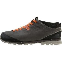 Aku BELLAMONT PLUS Obuwie hikingowe grau. Szare buty sportowe męskie Aku, z materiału, outdoorowe. W wyprzedaży za 467,35 zł.
