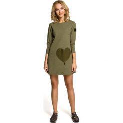 LENA Mini sukienka – tunika z kieszenią w kształcie serca - khaki. Zielone sukienki mini marki Moe, z dzianiny. Za 99,00 zł.