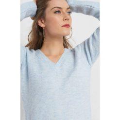 Asymetryczny sweter. Niebieskie swetry klasyczne damskie Orsay, xs, z dzianiny, z asymetrycznym kołnierzem. Za 99,99 zł.