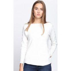 Biały Sweter Love Street. Białe swetry klasyczne damskie Born2be, l, z koronki, z dekoltem w łódkę. Za 64,99 zł.