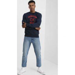 Calvin Klein KASMAS Bluza blue. Pomarańczowe bluzy męskie marki Calvin Klein, l, z bawełny, z okrągłym kołnierzem. Za 449,00 zł.