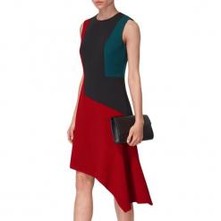 Sukienka w kolorze czerwono-czarnym. Czarne sukienki asymetryczne marki BOHOBOCO, z asymetrycznym kołnierzem, midi. W wyprzedaży za 1069,95 zł.
