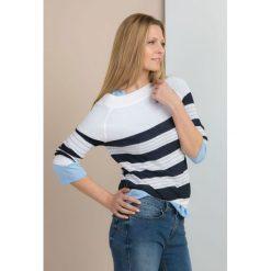 Swetry klasyczne damskie: Ażurowy sweter w paski