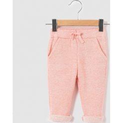 Spodnie sportowe jogpant, z moltonu melanżowego 1 miesiąc - 3 lata. Czerwone spodnie dresowe dziewczęce marki La Redoute Collections, z bawełny. Za 67,16 zł.