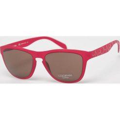 Calvin Klein - Okulary CK3165S. Brązowe okulary przeciwsłoneczne męskie wayfarery Calvin Klein, z materiału. Za 479,90 zł.