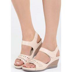 Różowe Sandały Light Touch. Czerwone sandały damskie marki Born2be, z materiału, na koturnie. Za 89,99 zł.