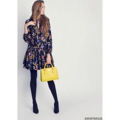 Sukienki hiszpanki: Sukienka z falbankami w kwiaty
