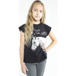 Koszulka. Czarne bluzki dziewczęce bawełniane MAGICAL, z aplikacjami, z krótkim rękawem. Za 49,90 zł.