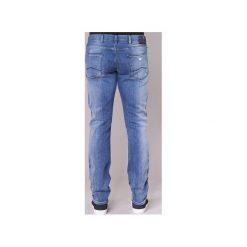 Jeansy slim fit Emporio Armani  BREWETE. Szare jeansy męskie relaxed fit marki Emporio Armani, l, z nadrukiem, z bawełny, z okrągłym kołnierzem. Za 615,20 zł.