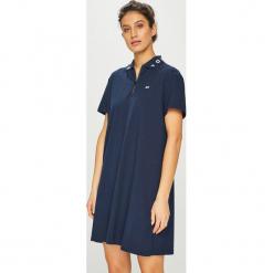 Tommy Jeans - Sukienka. Szare sukienki dzianinowe marki Tommy Jeans, na co dzień, l, casualowe, z krótkim rękawem, mini, proste. Za 399,90 zł.