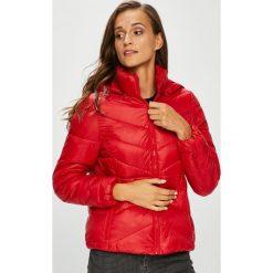 Wrangler - Kurtka. Szare kurtki damskie pikowane marki Wrangler, na co dzień, m, z nadrukiem, casualowe, z okrągłym kołnierzem, mini, proste. Za 479,90 zł.
