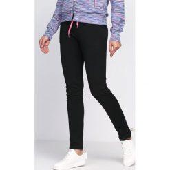 Spodnie dresowe damskie: Czarno-Fioletowe Spodnie Dresowe On My Own