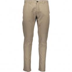 Spodnie chino w kolorze beżowym. Brązowe chinosy męskie marki Replay, w paski. W wyprzedaży za 208,95 zł.