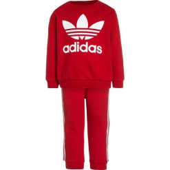 Adidas Originals CREW SET  Bluza scarlet/white. Niebieskie bluzy dziewczęce marki Retour Jeans, z bawełny. Za 199,00 zł.
