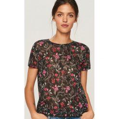 T-shirt w kwiaty - Czarny. Czarne t-shirty damskie Reserved, l, w kwiaty. Za 39,99 zł.