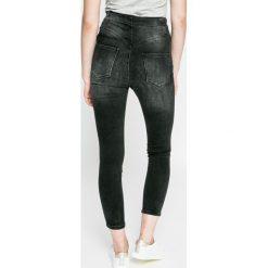 Guess Jeans - Jeansy. Czarne jeansy damskie marki Guess Jeans, z aplikacjami, z bawełny. W wyprzedaży za 339,90 zł.
