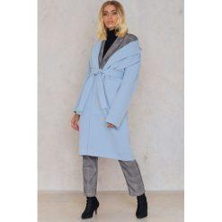 Płaszcze damskie: Trendyol Płaszcz z kołnierzem i paskiem – Blue