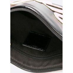 Missguided - Torebka. Szare torebki klasyczne damskie marki Missguided, w paski, z materiału, małe. W wyprzedaży za 19,90 zł.
