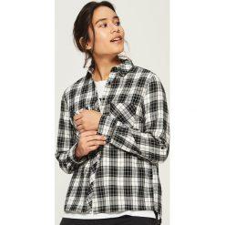 Koszula w kratę - Czarny. Czarne koszule wiązane damskie Sinsay, l. W wyprzedaży za 49,99 zł.