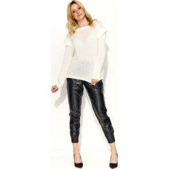 Swetry damskie: Biały Stylowy Sweter z Patkami na Ramionach