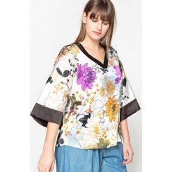 Bluzki asymetryczne: Bluzka w kwiatowy wzór, z dekoltem w serek i krótkim, kimonowym rękawem