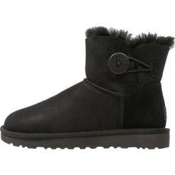 Buty zimowe damskie: UGG MINI BAILEY BUTTON II Śniegowce black