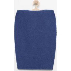 Elastyczna spódnica ołówkowa - Niebieski. Niebieskie spódniczki dziewczęce Reserved. W wyprzedaży za 19,99 zł.