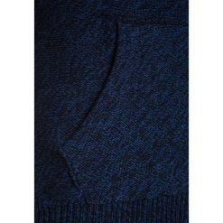 Bench HOODED OVERHEAD Bluza z kapturem dark navy blue. Niebieskie bluzy chłopięce rozpinane marki Bench, z bawełny, z kapturem. W wyprzedaży za 135,85 zł.