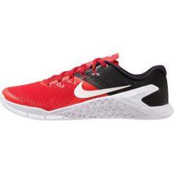 Nike Performance METCON 4 Obuwie treningowe universal red/black/white. Czerwone buty sportowe męskie marki Nike Performance, z materiału. Za 549,00 zł.