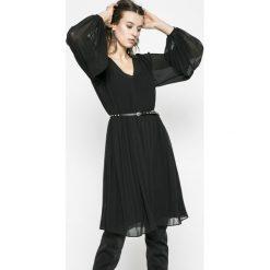 Pepe Jeans - Sukienka. Szare długie sukienki Pepe Jeans, na co dzień, l, w paski, z jeansu, casualowe, z długim rękawem, plisowane. W wyprzedaży za 379,90 zł.