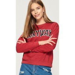 Bluza z nadrukiem - Czerwony. Czerwone bluzy rozpinane damskie Sinsay, m, z nadrukiem. Za 29,99 zł.