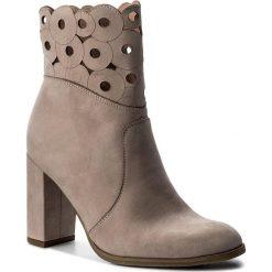 Botki EKSBUT - 67-4697-I68-1G Beż. Brązowe buty zimowe damskie Eksbut, z nubiku. W wyprzedaży za 279,00 zł.