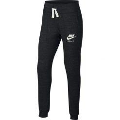 Spodnie dresowe. Czarne spodnie chłopięce Nike, z bawełny. Za 201,56 zł.