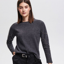 Bluza z koralikami - Szary. Białe bluzy damskie marki Reserved, l, z dzianiny. Za 79,99 zł.