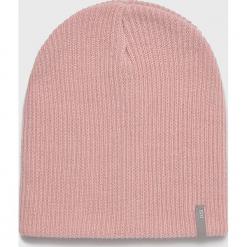 Answear - Czapka. Różowe czapki zimowe damskie marki ANSWEAR, na zimę, z dzianiny. Za 39,90 zł.