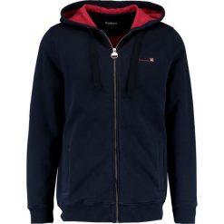 Barbour International™ CYLINDER  Bluza rozpinana navy. Niebieskie bluzy męskie rozpinane Barbour International™, l, z bawełny. W wyprzedaży za 425,40 zł.