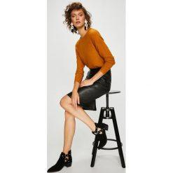 Swetry klasyczne damskie: Vila - Sweter