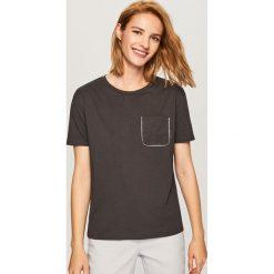 T-shirt z imitacją kieszonki - Szary. Szare t-shirty damskie marki Reserved, l. Za 39,99 zł.