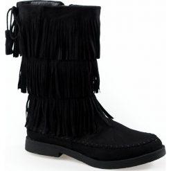 Zamszowe botki z frędzlami. Czarne buty zimowe damskie marki Zoio, z materiału, eleganckie, z okrągłym noskiem, na obcasie, na klamry. Za 87,99 zł.