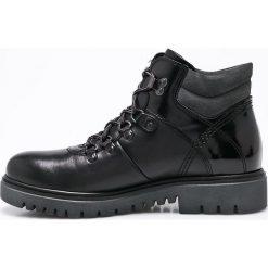 Tamaris - Botki. Czarne buty zimowe damskie Tamaris, z materiału, na obcasie, na sznurówki. W wyprzedaży za 169,90 zł.