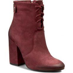 Botki CARINII - B3796 B73-000-POL-C00. Czerwone buty zimowe damskie marki Carinii, z nubiku, na obcasie. W wyprzedaży za 259,00 zł.