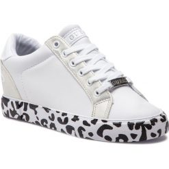 Sneakersy GUESS - FL5PAX ELE12 WHITE. Białe sneakersy damskie Guess, z materiału. Za 439,00 zł.