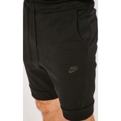 Nike Sportswear - Szorty. Szare spodenki sportowe męskie Nike Sportswear, z bawełny, sportowe. W wyprzedaży za 239,90 zł.